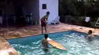 Traumatismo craniano em piscina (Bad Head Injury  on the pool)