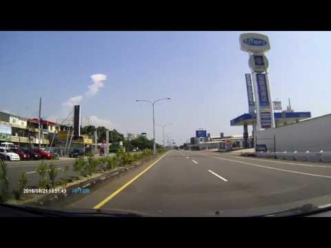 HPIM1069-機車違規左轉-嚇我一跳。台南奇美博物館前。