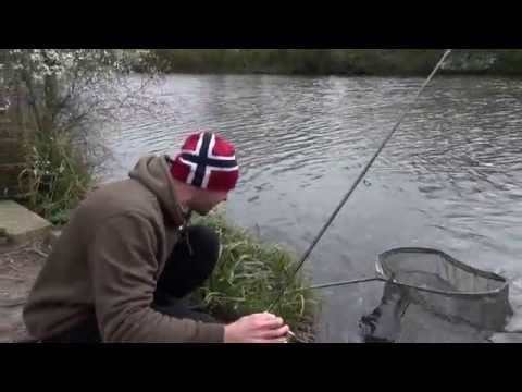 Dean Macey catching at his local park lake - Trailer