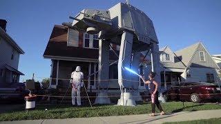 Американец установил у дома гигантскую инсталляцию по мотивам «Звёздных войн»