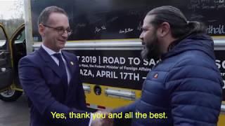 Artist Luigi Toscano meets Foreign Minister Heiko Maas while on tour