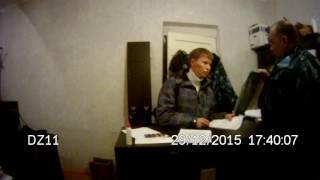 Оперативные сотрудники колонии пытаются изъять у адвоката документы