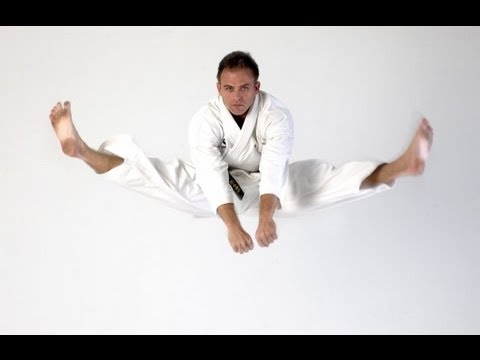 KARATE Kicking - Double jump kicks / split kicks 二段蹴 - YouTube