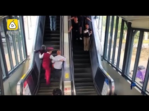 Incredibly alert metro station worker catches elderly couple before they fall down escalator