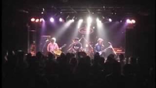青森市の歌謡曲ハードロックアレンジバンド「化妖サスペリア」の演奏。