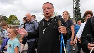 Co symbolizuje krzyż, który nosi ksiądz biskup?   abp Grzegorz Ryś