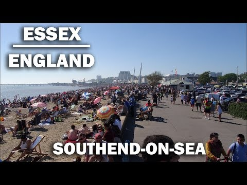 A walk along the beautiful promenade in Southend-on-Sea plus a peak around Adventure Island, England