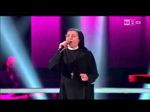Freirinha Cristina encanta com a música Hero de Mariah Carey