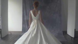 Видеолукбук: пышное корсетное атласное свадебное платье с драпировкой с длинным шлейфом