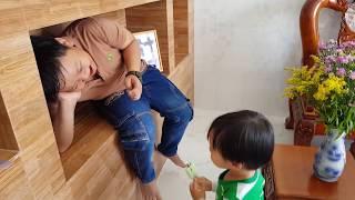 Tin và anh Hai chơi trốn tìm với chị Quỳnh Thư