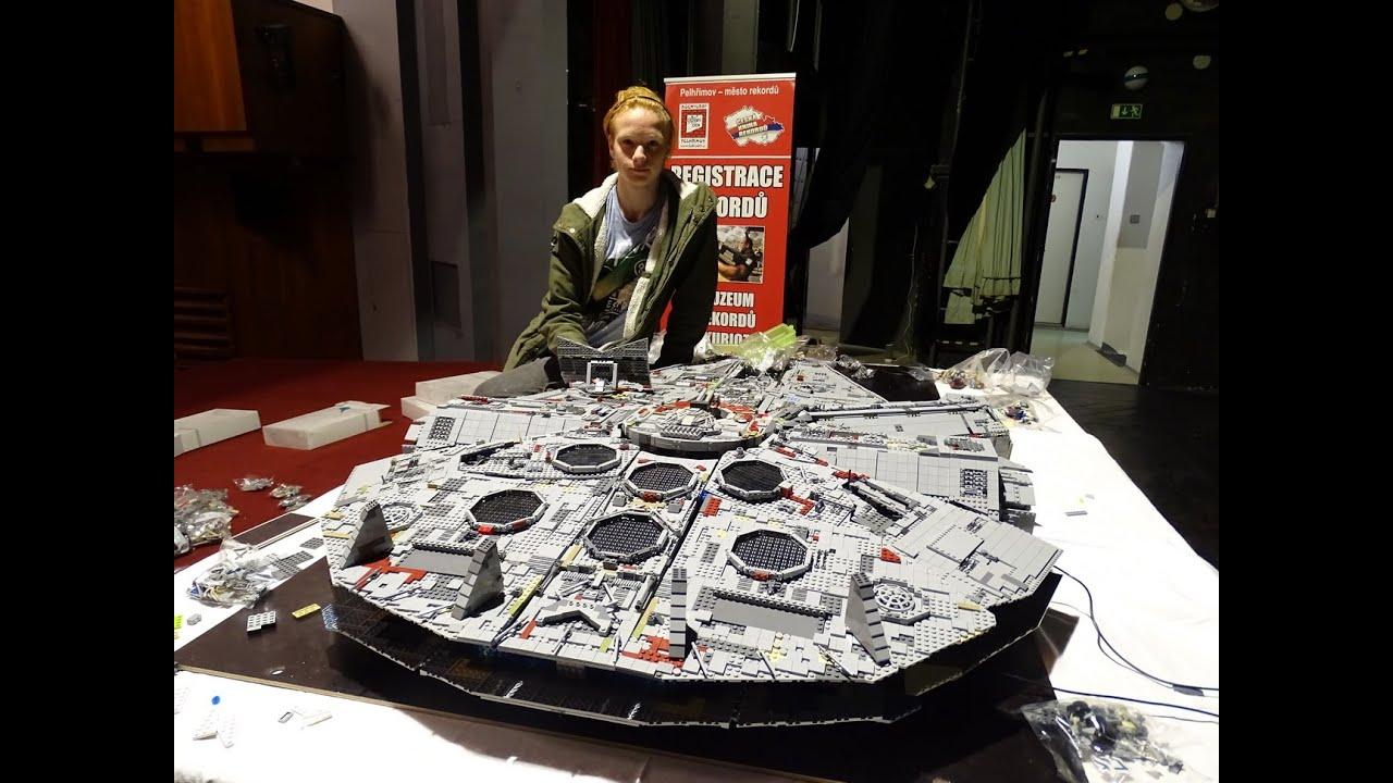 Video Největší loď Millennium Falcon z Lega