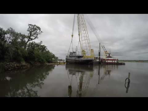 Time Lapse of Coast Guard monitoring removal of Tug Tutahaco in Ormond Beach