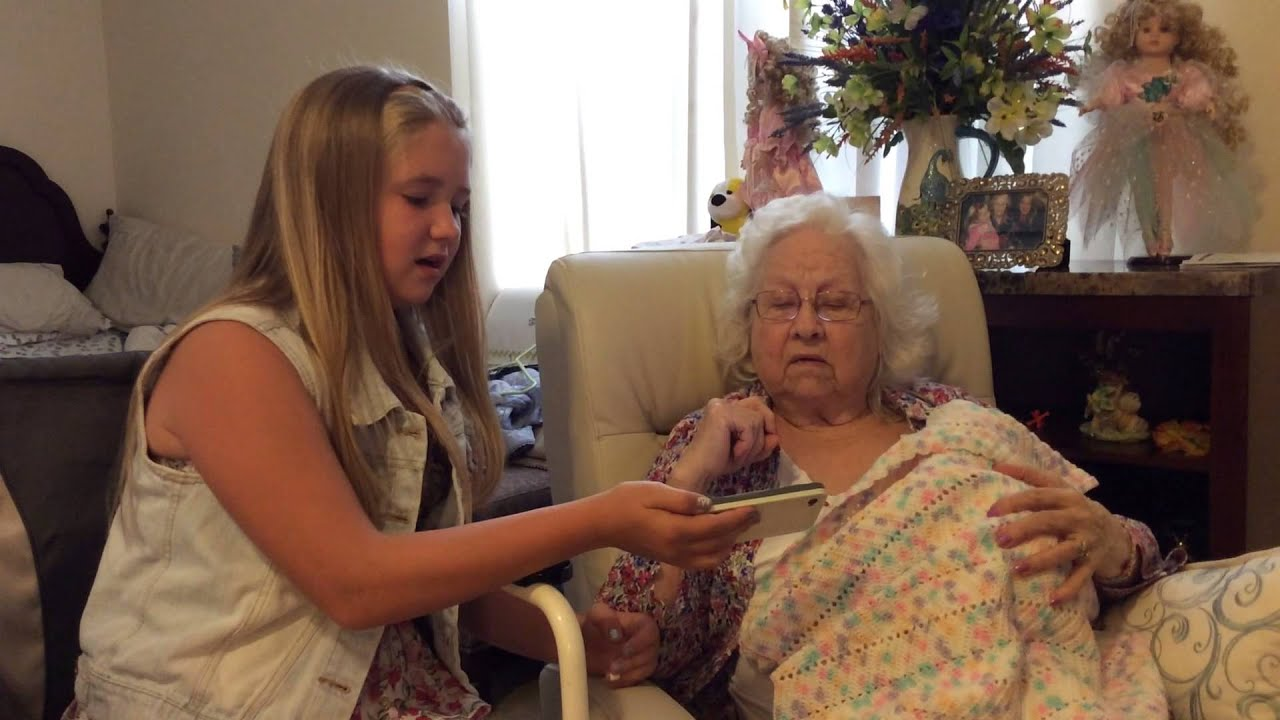 Grandma With Dementia Sings Amazing Grace With Grand -3002