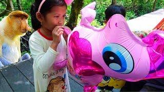 Wisata Sederhana.. Eh Ada Monyet Mancung   Tiup Balon Karakt...