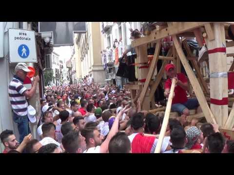 Nola 2017 - Bruscianese, cacciata ingresso piazza Duomo.