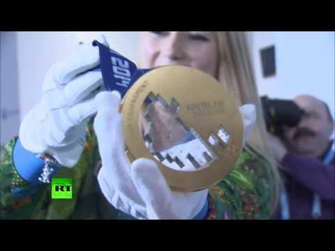 В Сочи представили олимпийские медали