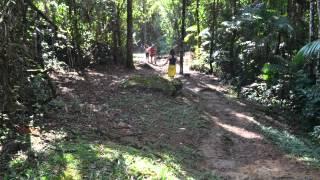Caminhada na Serrinha do Alambari