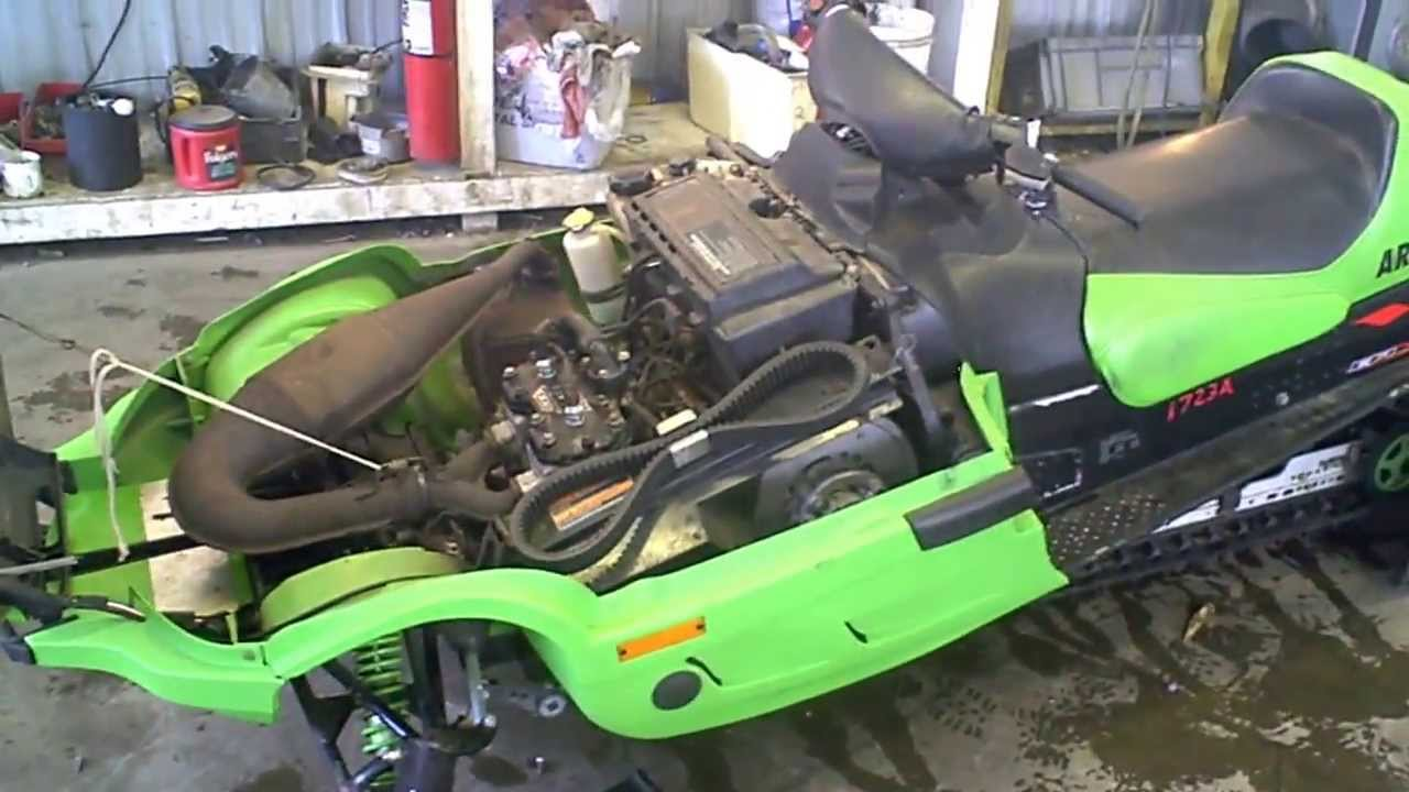 LOT 1723A 1999 Arctic Cat ZR 500 EFI Snowmobile Tear Down
