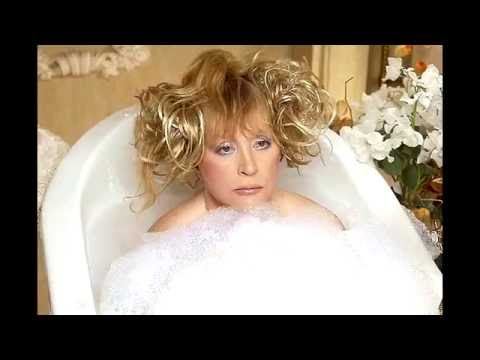 67-year-old Russian star Alla Pugacheva undressed to show her husband.