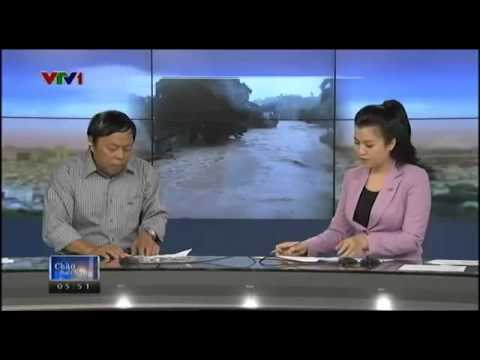 A VietNamTV Reporter Threw His Phone In The Live Broadcast :)