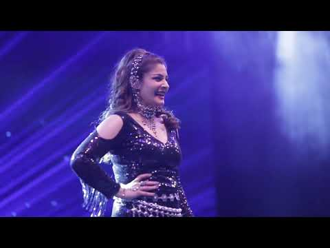 Govinda & Raveena Tandon | Introducing Bollywood Actors on stage for a special performance