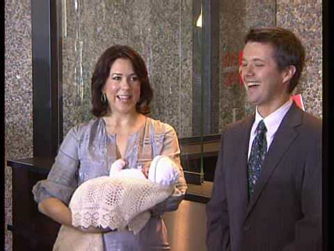 Frederik, Mary & their baby girl leave the hospital (2007 ...