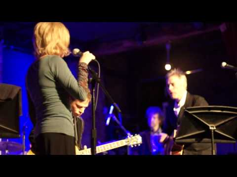 "Tanya Donelly performs ""Feed the Tree"""