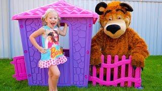 Настя и папа строят новый домик для игрушек Nastya and papa are building playhouse for toys