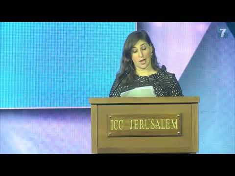 Mayim Bialik speaks in Jerusalem