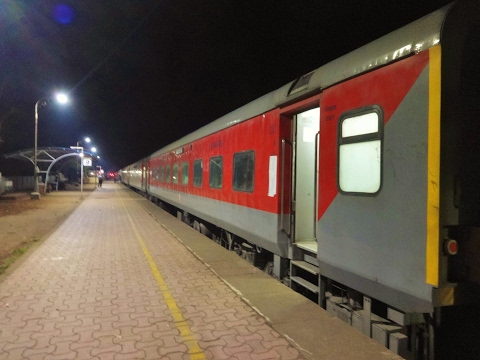 Fantastic Night Journey From Chiplun To Dadar In Brand New LHB Coaches - Making Up Time!
