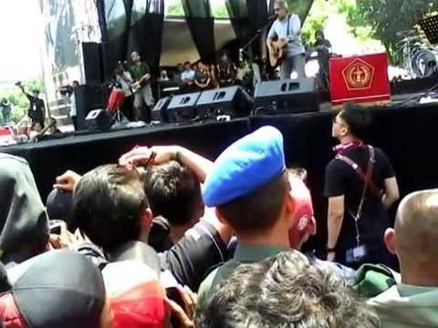 isi rimba tak ada tempat berpijak lagi IWAN FALS @ KONSER HUT TNI ke 69