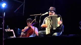 """Eduardo De Crescenzo - """"E la musica va"""" - Modena, 8 luglio 2015"""