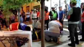 Padre e hijo dejaron inconsciente a una policía por una retención vehicular