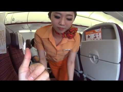 นั่งเครื่องไทยสมายล์ ดูสาธิตการใช้อุปกรณ์บนเครื่อง
