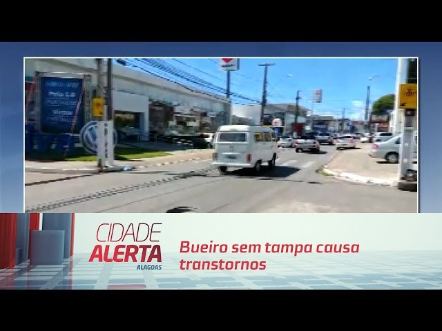 Bueiro sem tampa causa transtornos na Avenida Gustavo Paiva