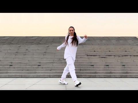 Девушка шикарно танцует 🔥 Shuffle Dance & Cutting Shapes!