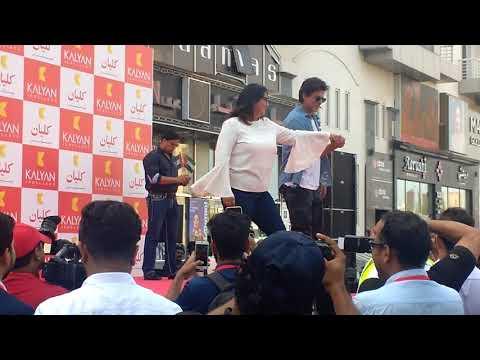 SRK in Meena Bazaar Dubai on 26/04/2018
