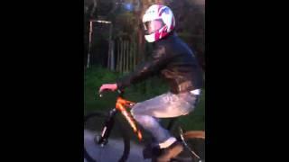 Человек на велосипеде(Копил на мотоцикл, а смог купить только шлем и куртку:)), 2012-09-30T14:38:10.000Z)