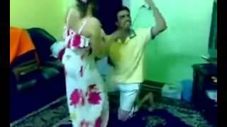 رقص خليجي في غرفة النوم