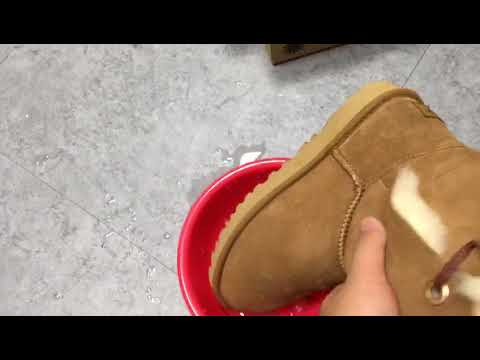 e27e7b7353 ... UGG防水測試 - YouTube the best attitude 8b0dc cf059  youtube uggs boots ...