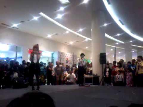 Charlie chaplin Cosplay Perform