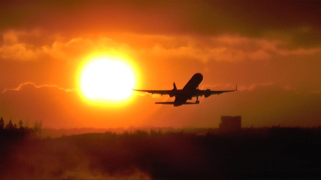 Icelandair Boeing 757-200 amazing sunset takeoff at Helsinki ...