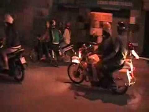 VTC News   Hơi thở cuộc sống   Video  Đêm trắng cùng  Bồ câu trắng  truy bắt đua xe   Video Dem trang cung Bo cau trang truy bat dua xe