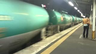 撮影した時は,貨物列車が立川方面に行った後すぐにスーパーあずさが通...