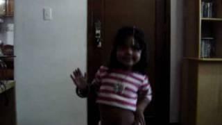 Duda dançando música indiana