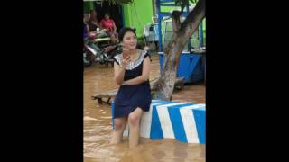 Gambar cover Sosok Gadis Cantik Koban Banjir di Jawa Ini Hebohkan Netizen