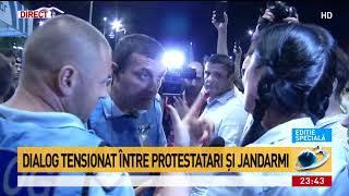 Dialog tensionat între protestatari și jandarmi. Bărbat ridicat din mulțime: Posibil suspect în