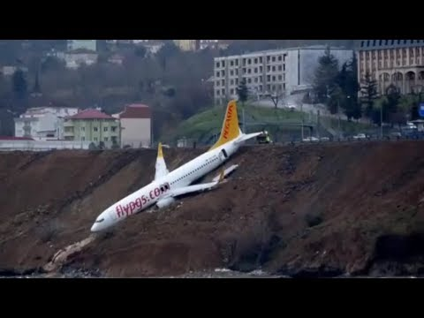 Duh! Pesawat Terbang Turki, Pegasus Airlines Boeing 737 Tergelincir di Tebing, Hampir Jatuh ke Laut