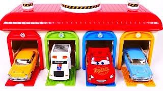 學習顏色與車庫停車場玩具車和兒童玩具車null