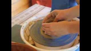 Подготовка глины, изготовление (выкручивание) на гончарном круге. Гончарное обучение.